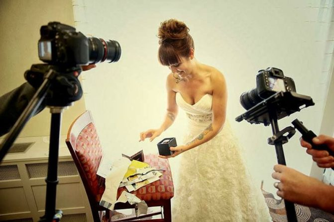 A beautifully candid moment of Stephanie, courtesy of Jeremy Lawson Photography