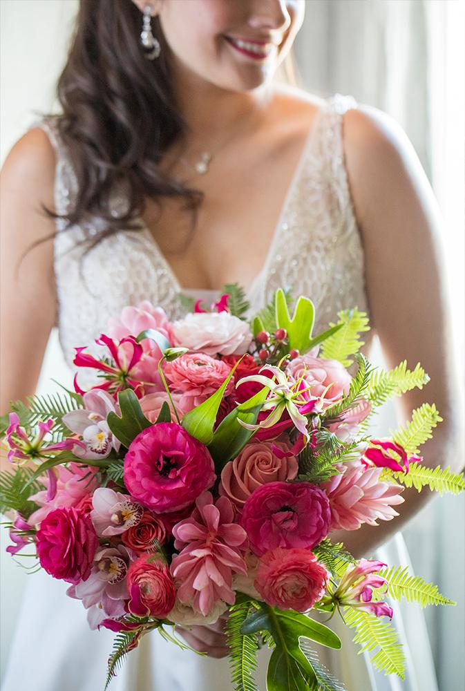 Chicago bride holding bridal bouquet.